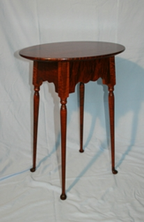 Colonial side table in tiger maple